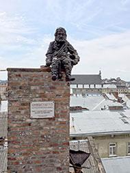 Львів. Пам'ятник сажотрусу